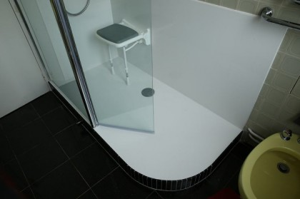 Comment  remplacer une baignoire par une douche
