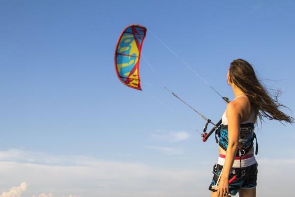 Que dois-je acheter pour débuter le kitesurf ?