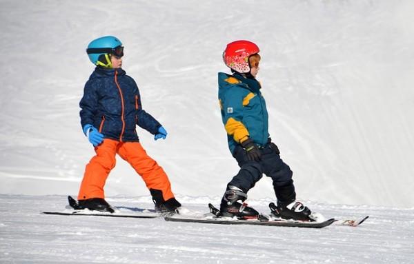 Les Alpes: sports d'hiver à pratiquer avec jeune enfant