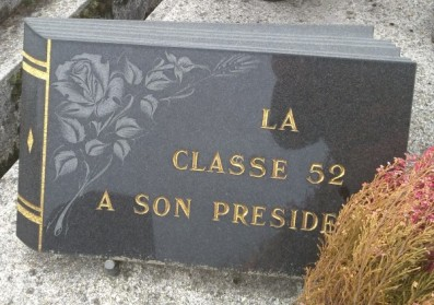 Comment choisir une plaque funéraire ?