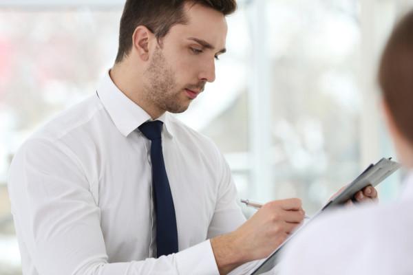 Pourquoi utiliser un questionnaire à l'entretien ?