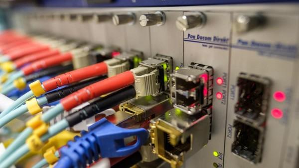 Comment faire une installation de fibre optique chez soi ?