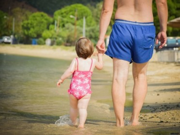 Comment préparer ses vacances d'été avec bébé ?