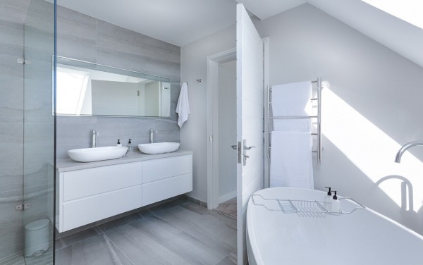 Installer une baignoire à porte, ce qu'il faut savoir