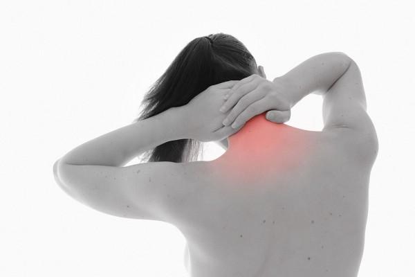 personne qui a mal au dos