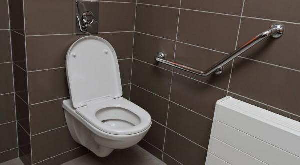 Comment régler la chasse d'eau d'une toilette suspendu ?
