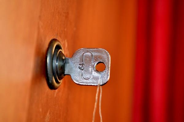 Comment ouvrir une serrure bloquée ?