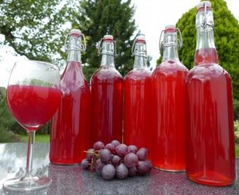 La fabrication de jus de fruit en bouteille