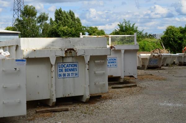 Évacuer ses déchets de toiture avec des bennes