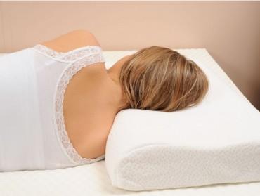 Bien dormir avec un coussin cervical