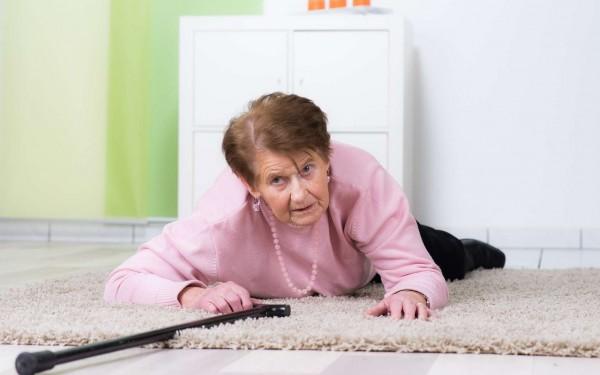 Senior : Quelle solutions pour prévenir les chutes ?
