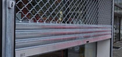Que faut-t-il faire face à un rideau métallique bloqué ?