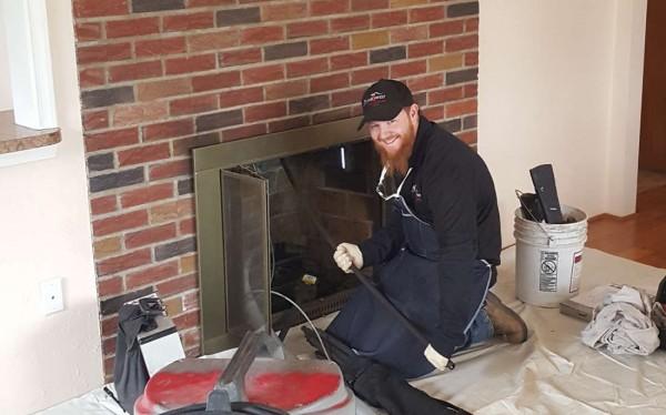 Ramonage de cheminée à foyer ouvert